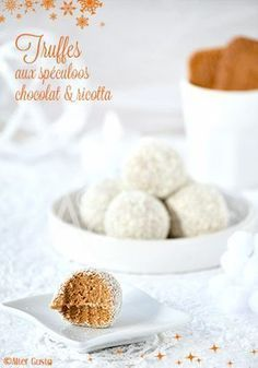 Speculoos, white chocolate & ricotta truffles - Gourmet ideas for the holidays - - - Chocolate Bonbon, Homemade Chocolate, White Chocolate, Easy Cake Recipes, Dessert Recipes, Ricotta, Strawberry Cakes, Coco, Fritters