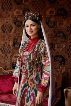 Folk Fashion, Muslim Fashion, Ethnic Fashion, Womens Fashion, Folk Costume, Costume Dress, Uzbekistan Girl, Traditional Outfits, Lovely Dresses