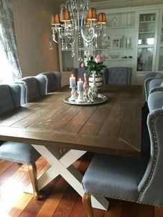Agnes spisebord i Valnøtt interiørbeis og hvitmalte kryssbein fra Korshagan gårdssnekkeri