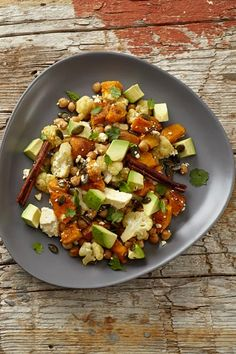 Try this salad of roasted chickpeas with sweet butternut and cauliflower. Finished with fresh avo and feta – ideal as a summer braai or BBQ side. Roasted Veg Salad, Roasted Butternut, Braai Salads, Vegetarian Recipes, Healthy Recipes, Salad Recipes, Cauliflower Salad, Healthy Salads, Healthy Sides