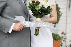 This wedding featured in the top brazilian wedding blog VESTIDA DE NOIVA http://vestidadenoiva.com/casamento-ana-paula-denis/ | Customised weedding gown + veil by A MODISTA atelier | WEDDING VENUE Marakuthai SP | PHOTOS Frankie+Marilia  |  | VIDEO Jay+Jess | CAKE Soul Sweet | SWEETS Nina Veloso  | SHOES Zeferino | GROOM ATTIRE Turquesa São Paulo