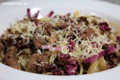 Sehr fleischig würzig und mit leichter Bitternote, eine tolle Pasta. Bavette mit Fleischsugo von der Salsiccia und Radicchio. #pasta #salsiccia #radicchio http://www.malteskitchen.de