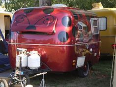 OMG!!! I would so go camping with this behind my car! :)