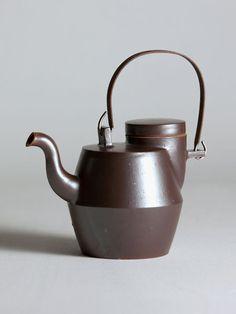 onggi bauhaus teapot with iron handle