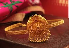 Vanki Designs Jewellery, Jewelry Design Earrings, Pendant Jewelry, Gold Bangles Design, Gold Jewellery Design, Diamond Jewellery, Gold Jewelry Simple, Simple Necklace, Gold Necklace