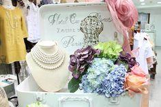 Las #perlas nos hacen a lucir con mucho estilo y elegancia ¡No dejes de tener #accesorios de perlas!  #GriseldaTovar #Moda #Mujeres