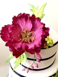 Fuschia temática de la torta de la boda con peonías sugarflower - Cake por Joonie Tan - CakesDecor