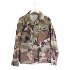 US Army Military Field Shirt Jacket ($34) ❤ liked on Polyvore featuring outerwear, jackets, lightweight military jacket, light weight jacket, camouflage army jacket, camouflage jacket and military fashion