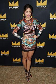 """Eiza González posó muy segura de su estilo moderno en para una foto antes de participar en el panel de """"""""From Dusk Till Dawn: The Series"""" durante Summer TCA en Beverly Hills, California, el 30 de julio de 2015."""