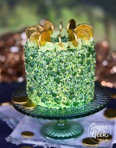 Patrick's day cake made with green velvet cake, custom sprinkles and you… St. Patrick's day cake made with green Green Velvet Cake, Green Cake, Red Velvet, Cupcakes, Cupcake Cakes, Cookie Cakes, Pastel Guinness, Desserts To Make, Dessert Recipes