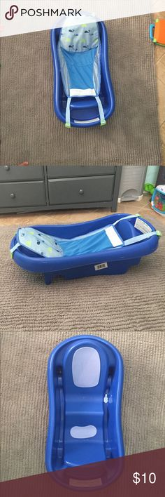 Infant bathtub Used very good condition goes from infant to toddler tomy Other