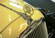 Hood Ornament of the Skoda Rapid Type 901 - 1935 Car Radiator, Car Hood Ornaments, Foto Blog, Car Logos, Car Brands, Metal Art, Vintage Cars, Automobile, Car Stuff