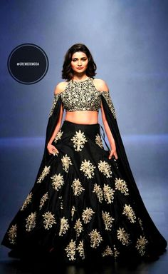 SVA Lehenga By Sonam and Paras Modi at Lakmé Fashion Week winter/festive 2016 #Lehenga #LakmeFashionWeek #IndianFashion #DesiFashion @CremeDeModa