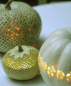 Halloween laternen Kürbisse schitzen kerzenhalter zartes muster