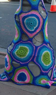 yarn bomb - yay looking for ideas with circles