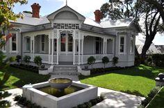 Super home architecture exterior square feet Ideas Exterior Color Schemes, Exterior Design, Colour Schemes, Exterior Paint, Georgian Homes, Victorian Homes, Georgian Era, Weatherboard House, Queenslander