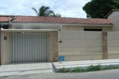 Fachadas de casas pequenas com muros Outdoor Decor, House, Deco, Garage Doors, Home Decor, Front Gates