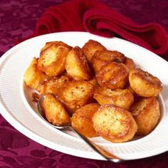 Crispy and crunchy potatoes are a must for any roast. Search triple tested recipes from the Good Housekeeping Cookery Team. Xmas Dinner, Christmas Lunch, Christmas Cooking, Christmas Recipes, Christmas Roast, Christmas 2015, Family Christmas, Christmas Gifts, Carne Asada