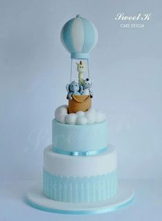 Hot air balloon cake - SUPER CUTE (link does not lead to original source and/or tutorial). Baby Birthday Cakes, Baby Boy Cakes, Cakes For Boys, Torta Baby Shower, Baby Boy Shower, Christening Cake Boy, Boy Baptism, Hot Air Balloon Cake, Air Ballon