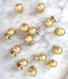 Knoppar i mässing. Drawer Pulls, Pearl Earrings, Hardware, Brass, Detail, Instagram Posts, Interiors, Future, Jewelry