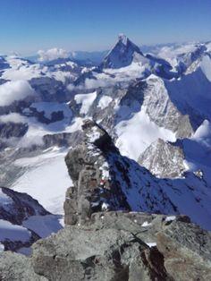 Der Anblick der Berge raubt einem den Atem. Auch am Arlberg, darfst du dich auf das unbeschreibliche Berg-Panorama freuen. #berge #alpen #Stanton #bergwanderungen #bergsteigen St Anton, Mount Everest, Mountains, Nature, Travel, Mountaineering, Alps, Viajes, Traveling