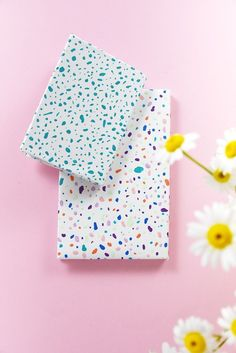 Learn how to make terrazzo style notebooks Crafts To Make And Sell, Easy Diy Crafts, Creative Crafts, Cute Notebooks, Diy Notebook, Cool Diy Projects, Art Projects, Terrazzo, Diy Gifts