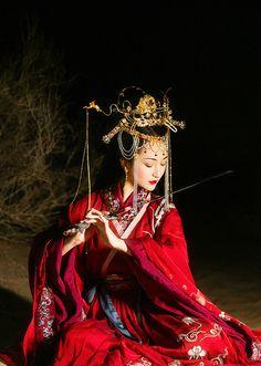 Traditional Chinese hanfu by 樱桃是猫 Traditional Chinese, Chinese Style, Traditional Dresses, Hanfu, Cheongsam, Image Japon, Geisha Art, Muse Art, Chinese Culture