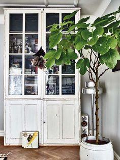 Keltainen talo rannalla: Rustiikkia, vintagea ja valkoista