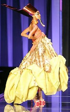 Christian+Dior+couture+show+by+John+Galliano+at+Couture+Week,+Paris,+February+2004 .   In this picture, the red gown headress is shown