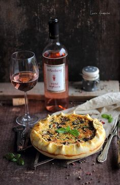 Quiche cu ciuperci reteta. Reteta tarta sarata cu ciuperci. Mod de preparare aluat brisèe. Reteta quiche cu ciuperci si bacon. Ingrediente umplutura quiche. Vegetarian Recipes, Cooking Recipes, Healthy Recipes, Mushroom Quiche, Romanian Food, In Vino Veritas, Recipe Of The Day, Raw Vegan, Bon Appetit