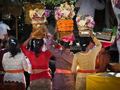 https://flic.kr/p/rV4Lwj | Parade of Balinese Kebaya | Morning worshipers at a temple waiting in line with the offerings rested on their heads, with varying color