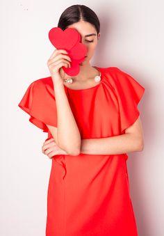 Ricercata nello stile e nei dettagli, la nuova collezione Primavera Estate ELLEI combina fantasie e toni neutri per un look optical e d'impatto. www.elleidonna.com • #elleicollection #ss17collection #womans #editorials