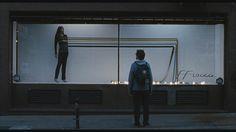 O filme argentino tem o diferencial de ser impactante de forma sutil, empurrando-nos para uma reflexão íntima acerca do nosso papel na sociedade moderna, onde não sabemos direito o nosso lugar e onde fazemos de tudo para acompanhar o ritmo, muitas vezes, rápido demais.   http://obviousmag.org/ayla_cedraz/2015/medianeras-alguem-perdido-entre-milhoes.html