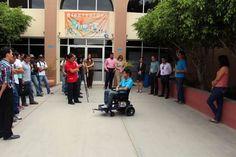 Estudiantes de la UABCS presentan proyectos a personal del CRIT