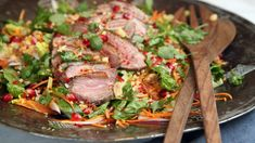 Andesalat med asiatisk inspirasjon Duck salad with Asian inspiration - NRK Food - Recipes and inspiration Easter Recipes, Poultry, Buffet, Bbq, Chicken, Cooking, Breakfast, Inspiration, Food