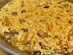 Hoy preparamos un Arroz con chipirones y setas. Es la primera vez que preparo un arroz con Salmorreta y ha quedado muy rico la verdad! La salmorreta es unasalsa típica en la gastronomía de la provincia de Alicante. Se prepara con ajos, ñoras y tomate, le da un toque muy especial a los arroces de pescado y mariscos Empanadas, Quinoa, Risotto, Macaroni And Cheese, Grains, Menu, Rice, Alicante, Vegetables
