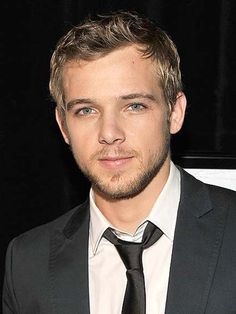 Max Thieriot - Bing Images