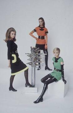 Mod Fashion Style and History - Socialphy 1960s Mod Fashion, 60s Fashion Trends, Sixties Fashion, Paris Fashion, Retro Fashion, Vintage Fashion, Sporty Fashion, Ski Fashion, French Fashion