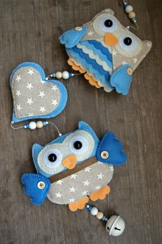 Handmade by JoHo - uilenslinger van vilt en stof - owl felt Felt Owls, Felt Birds, Felt Animals, Animal Projects, Projects For Kids, Felt Christmas, Christmas Crafts, Owl Quilts, Owl Bags