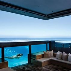 "Ver más fotos] Hermosa piscina transparente que expande la visión y se mezcla con la vista al mar ...Inspírate con Gogetit! Beautiful transparent pool that expands the sight and blends with the seaview ...Get inspired with Gogetit! ••••••••••••••••••••••••••••••••••••••••• Si te gustó ➞ dale ""ME GUSTA"" •••••••••••••••••••••••••••••••••••••••••"