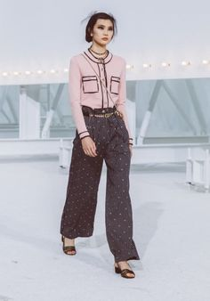 Looks del desfile Ready-to-Wear Primavera-Verano 2021 | CHANEL Style Ulzzang, Ulzzang Fashion, Boutique Haute Couture, Haute Couture Fashion, Boutiques, Moda Ulzzang, Chanel Spring, Chanel Fashion, Spring Collection