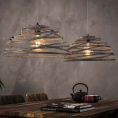 When shopping for a lamp for your house, the options are almost limitless. Get the perfect living room lamp, bed room lamp, table lamp or any other type for your selected area. Lampe Retro, Applique, Luminaire Design, Bedroom Lamps, Unique Lamps, Table Lamp, Dining Table, Ceiling Lights, Interior Design