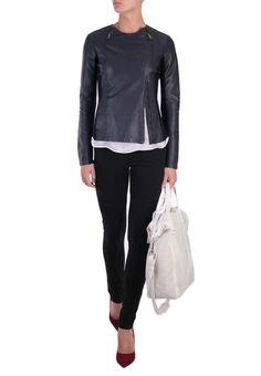Онлайн магазин Elyts предлагает купить синюю куртку EMPORIO ARMANI по цене 41230 рублей. При покупке товара на сумму…