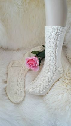 Naisten villasukat - www.jaana-elinasairanen.fi Diy Crochet And Knitting, Knitting Socks, Diy And Crafts, Slippers, Legs, Crafty, Inspiration, Knit Socks, Biblical Inspiration