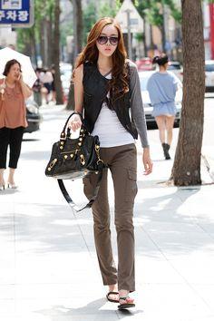 Minus the shoes Woman Fashion, Star Fashion, Fashion Fashion, Street Fashion, Fashion Outfits, South Korea Fashion, Mens Wool Coats, Balenciaga Bag, Womens Fashion Online