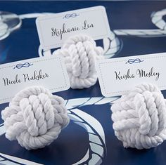 Tie the knot in nautical style with help from nautical rope card holders.