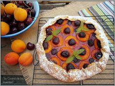 Apricot and cherry Galette - Galette de Albaricoques y Cerezas - La Cocina de los inventos