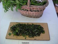 Sirop natural de menta verde - Retete in imagini - Culinar.ro Forum How To Dry Basil, Cottage, Plants, Green, Sweets, Syrup, Canning, Cottages, Plant