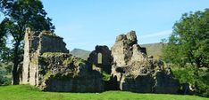 An atmospheric ruin situated in the Mallerstang Valley close to Kirkby Stephen. Yorkshire, Places To See, Mount Rushmore, Castle, Adventure, Mountains, Nature, Travel, Voyage