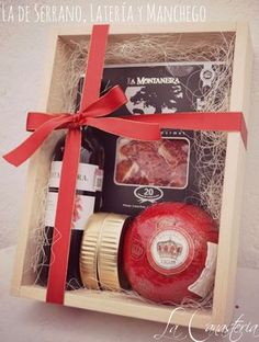 de Serrano Latería y Manchego DIY Wine Gift Box Wine beef jerky cheese fancy smoked oysters etcDIY Wine Gift Box Wine beef jerky cheese fancy smoked oysters etc Wine Gift Boxes, Wine Gifts, Box Wine, Wine Gift Baskets, Christmas Decorations To Make, Christmas Presents, Christmas Crafts, Client Gifts, Gift Packaging